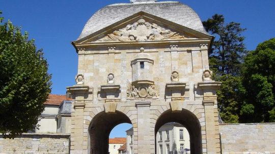 Langres, jolie ville fortifiée